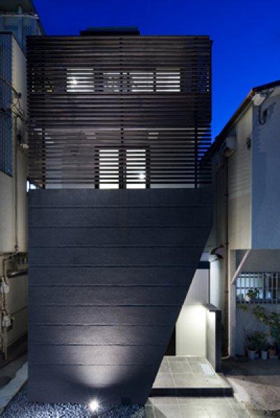 いちごハウスのデザイナーズ挟小住宅