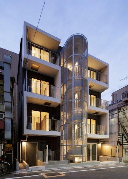 目黒区内の共同住宅:エキスパンドメタルの階段