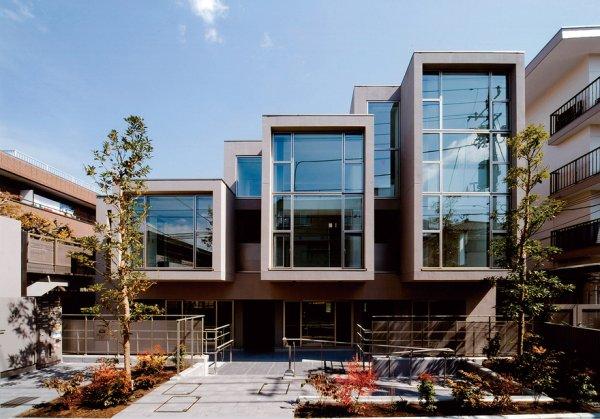 世界初の3次元免震住宅の設計等最新の知見を取入れた設計に取組んでいます。