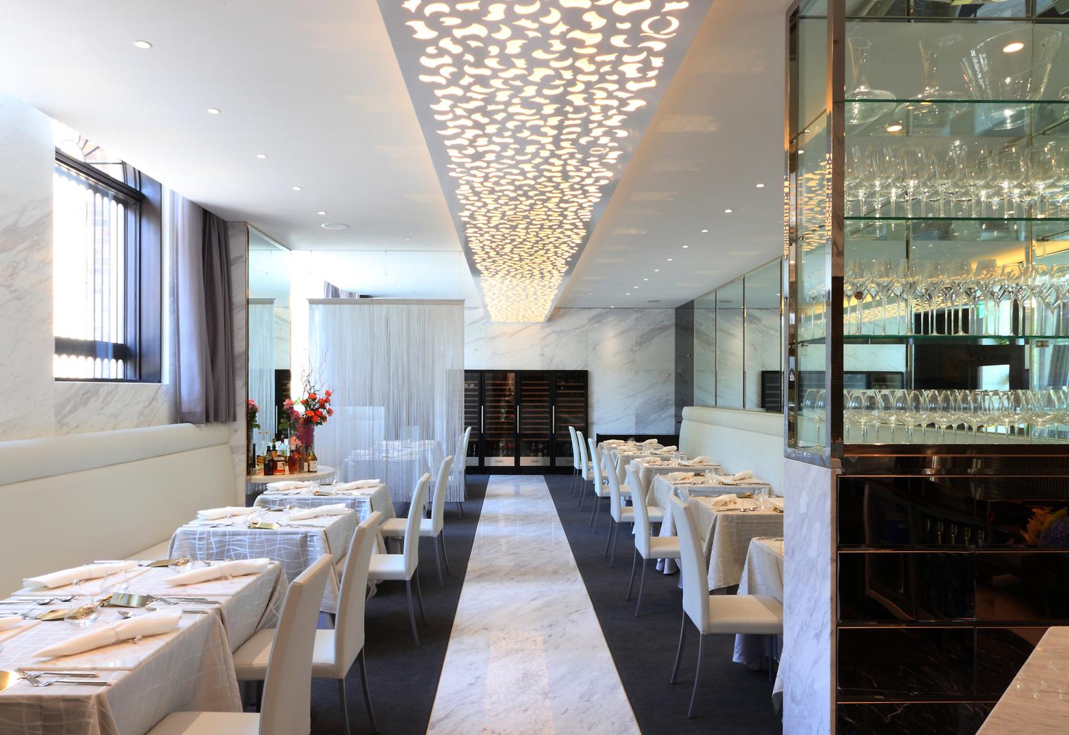 飲食店 :歴史的建造物(大正時代建造)の再開発内テナントのインテリアデザイン