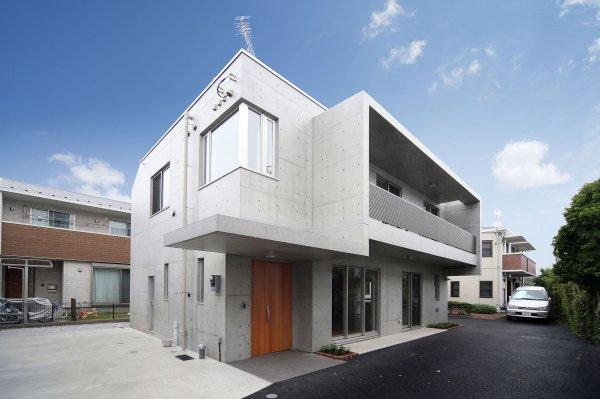 個人住宅:コンクリート打放しの外観が特徴的な個人住宅です。