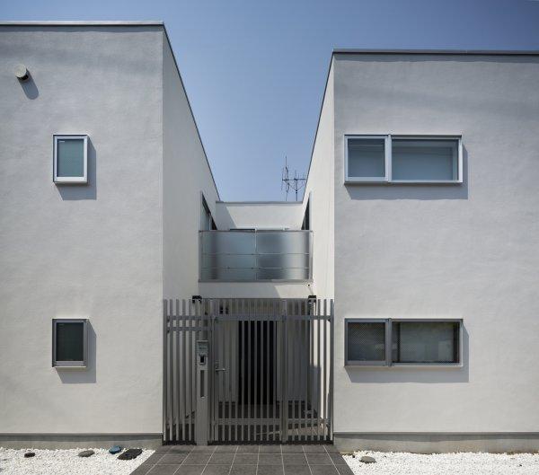 個人住宅::中庭が特徴のミニマルでシンプルな個人住宅です。