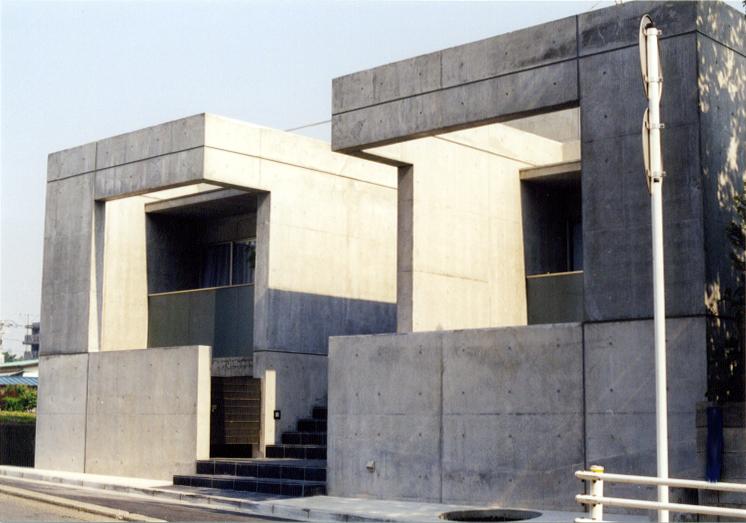 個人住宅:内外部ともコンクリート打放しのミニマルでスタイリッシュな住宅です。