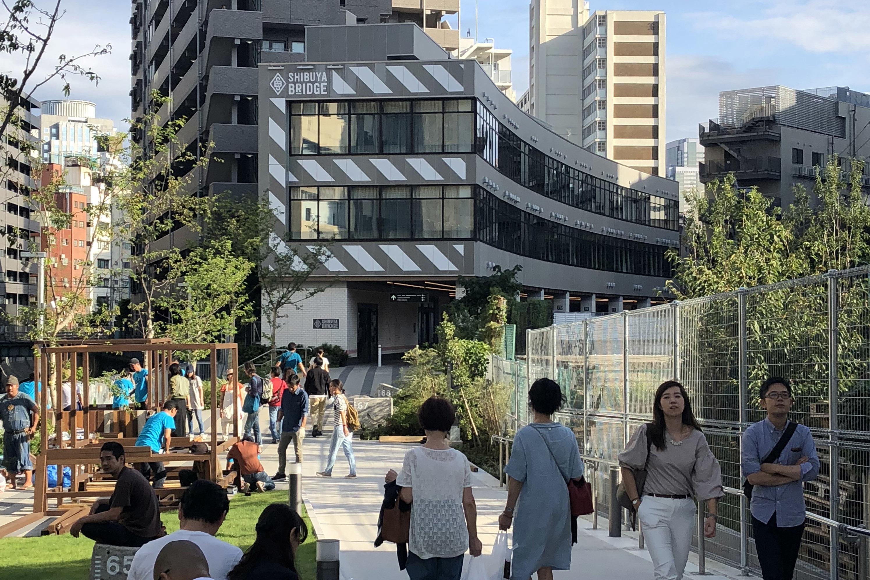 東横線の地下化に伴ってできた遊歩道に建つ保育園