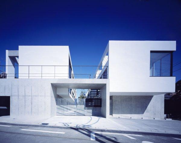 箱のズレにより様々な空間を立体的にくみ上げた賃貸マンション