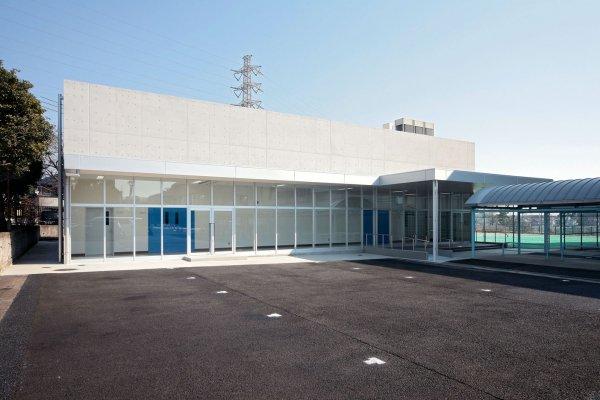 横浜市立高等学校合奏室:外壁はコンクリート打放しとし、音響にも配慮した合奏室です。