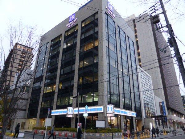 大阪支社 7階建てビルの最上階の両面角部屋です。社内から市役所や大阪城が望めます
